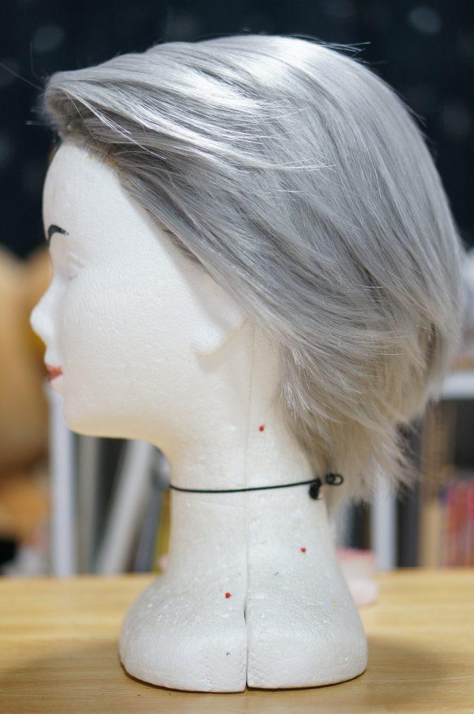 髪は簡単に後ろに流す事ができます
