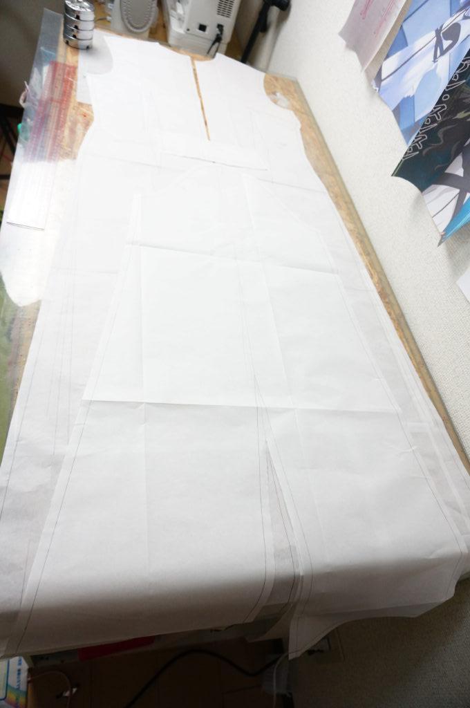 型紙が長すぎて作業台に入りきれません