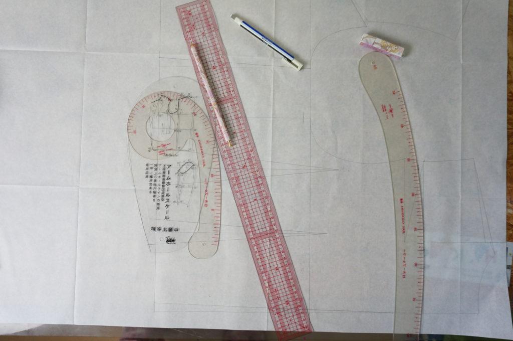 神威のチャイナ服の型紙を製図