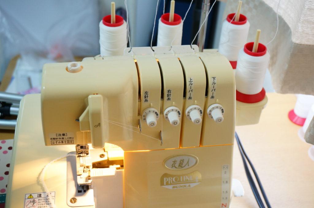 ニット地も縫えるロックミシン衣装製作には便利です